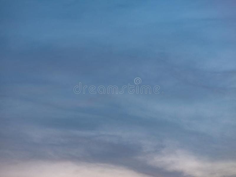 Sluit omhoog Mooie Hemel en Wolkenachtergrond stock foto's