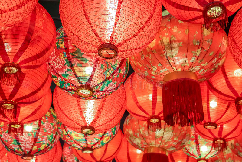 Sluit omhoog Mooie traditionele Chinese Lantaarnlamp in rode kleur stock afbeeldingen