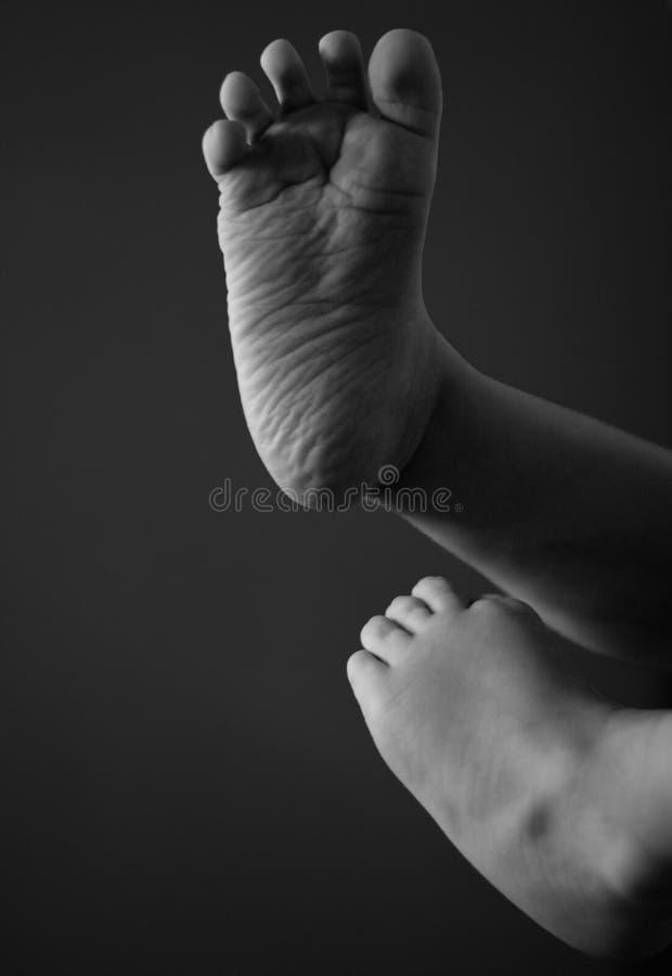 Sluit omhoog op een babyvoeten royalty-vrije stock afbeelding