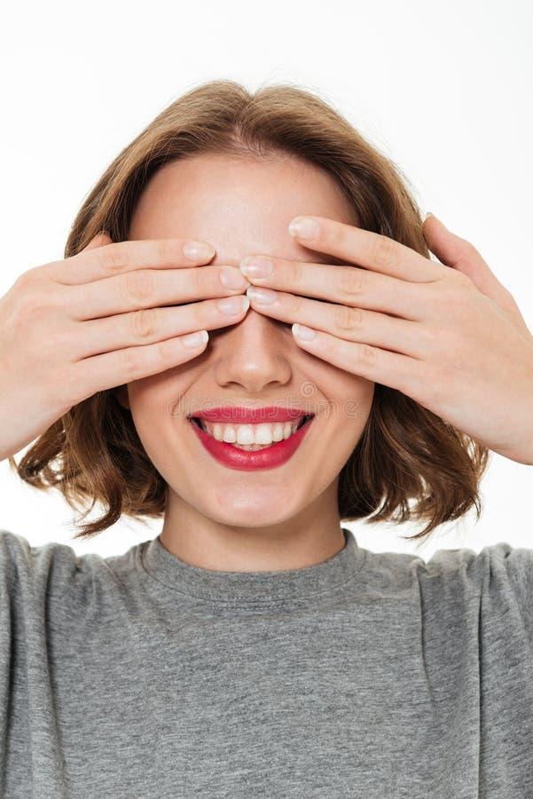 Sluit omhoog portret van een glimlachende mooie vrouw stock foto
