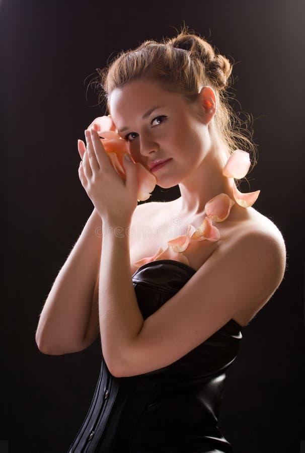 Sluit omhoog portret van een mooi vrouwelijk model. stock afbeeldingen