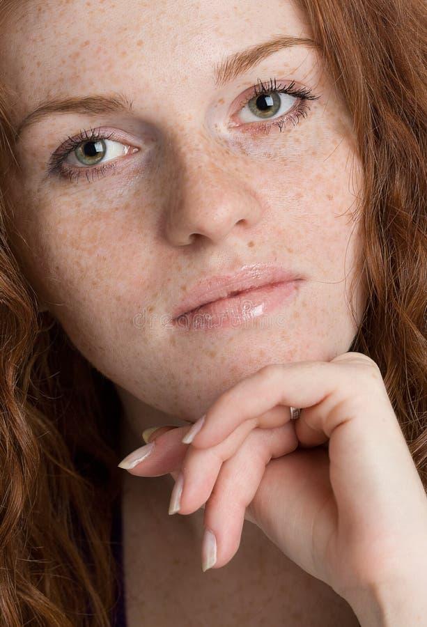 Sluit omhoog portret van een mooi vrouwelijk model royalty-vrije stock foto's