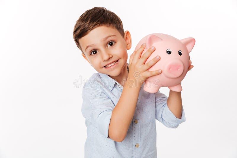 Sluit omhoog portret van een vrolijk leuk klein jong geitje stock foto