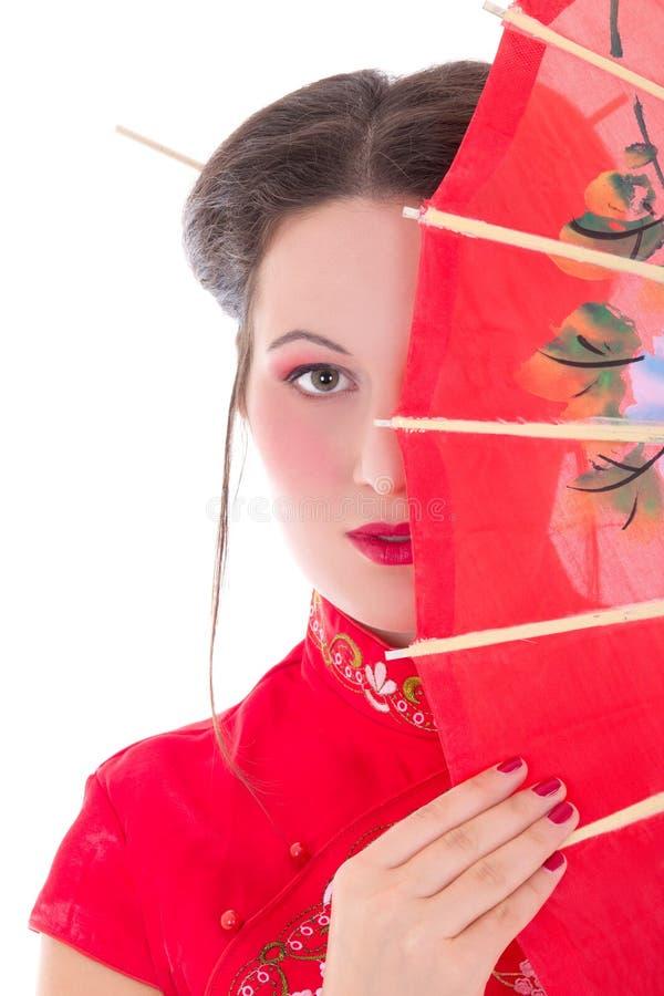 Sluit omhoog portret van jonge aantrekkelijke vrouw in rode Japanse dres royalty-vrije stock foto's