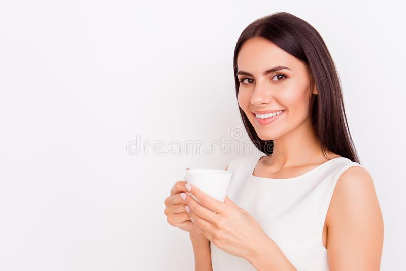Sluit omhoog portret van jonge succesvolle businesslady op een koffie B stock afbeeldingen