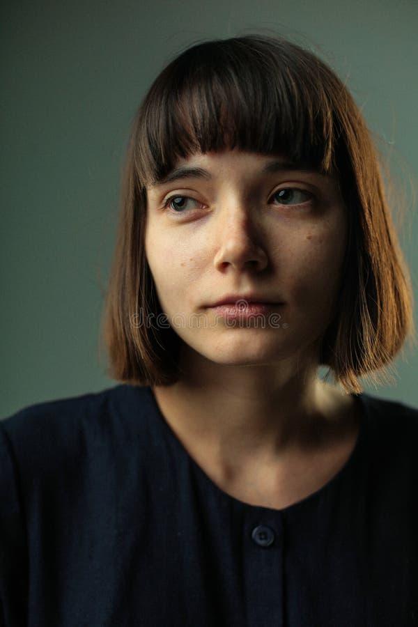Sluit omhoog portret van kalm meisje stock fotografie