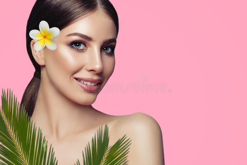 Sluit omhoog portret van schoonheid het glimlachen model stock afbeeldingen