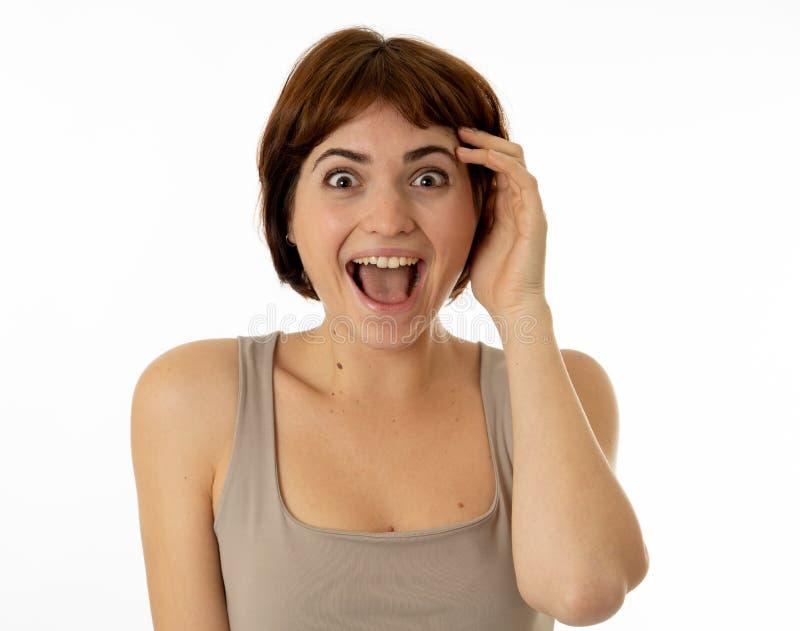 Sluit omhoog portret van verraste en gelukkige vrouw het vieren overwinning en goed nieuws royalty-vrije stock afbeeldingen