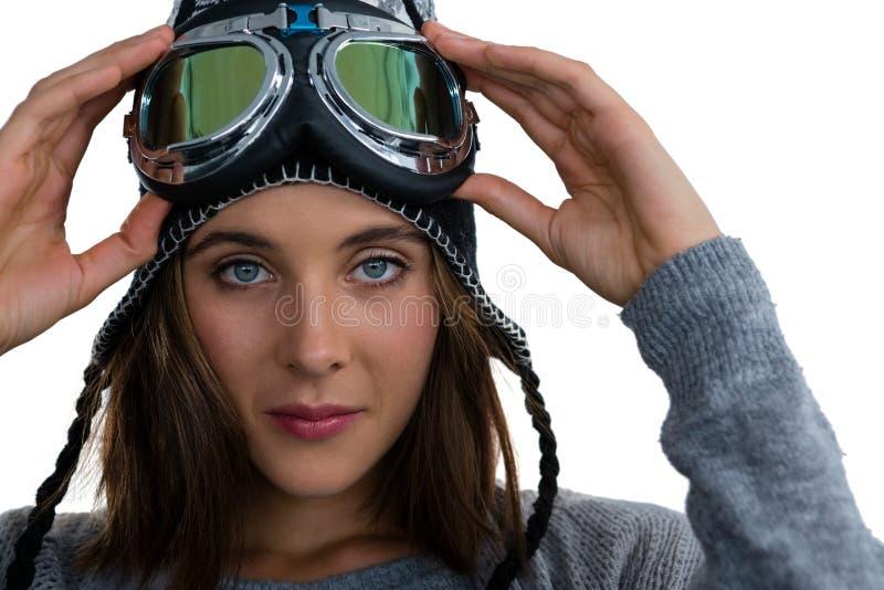 Sluit omhoog portret van vrouw die skibeschermende brillen dragen royalty-vrije stock afbeelding