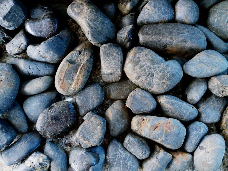 Sluit omhoog samenvatting en patroon van grijze of zwarte grintstenen stock afbeeldingen