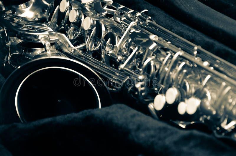 Sluit omhoog saxofoon stock foto's