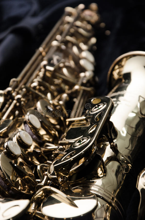 Sluit omhoog saxofoon royalty-vrije stock afbeeldingen