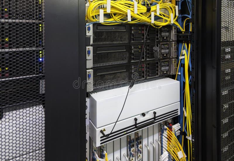 Sluit omhoog telecommunicatiemateriaal van gegevensverkerenterminal stock fotografie
