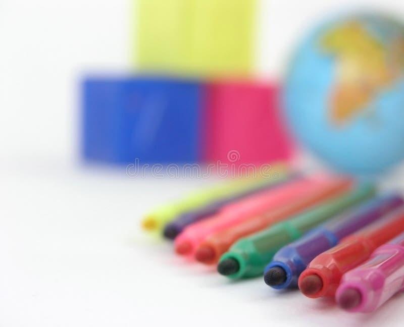 Sluit omhoog vaag beeld van multicolored tellers op witte achtergrond royalty-vrije stock fotografie