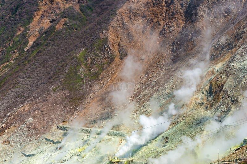 Sluit omhoog van actieve zwavelopeningen van Owakudani, Japan stock foto