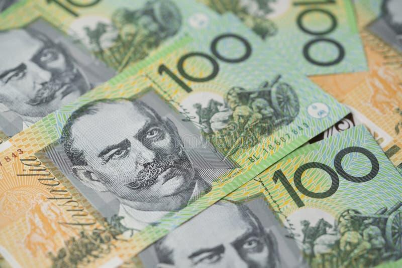 Sluit omhoog van Australische honderd dollarsrekeningen stock afbeelding