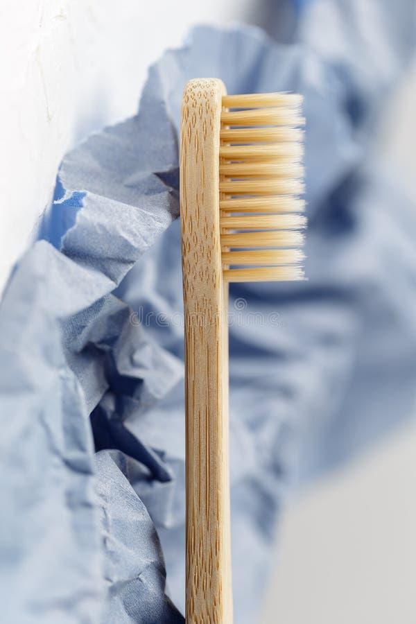 Sluit omhoog van bamboetandenborstel, nul afvalconcept royalty-vrije stock foto's