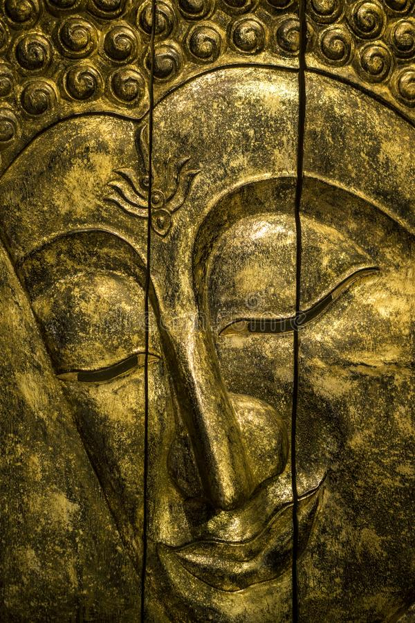 Sluit omhoog van a-bas-hulp in oude stijl van Boedha handmade stock foto's