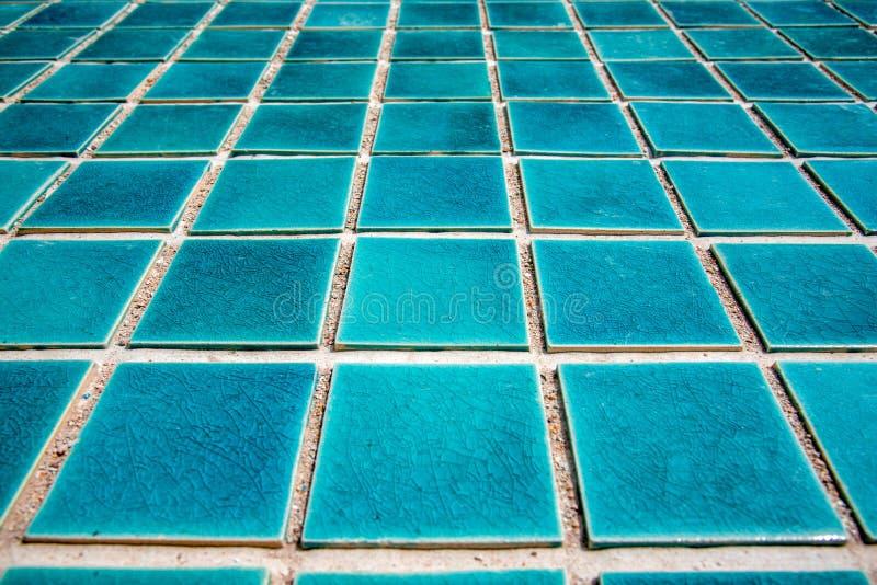 Sluit omhoog van blauwe zwembad betegelde vloer Architect en constr royalty-vrije stock afbeeldingen