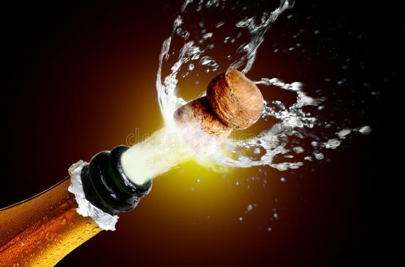 Sluit omhoog van champagnecork het knallen stock fotografie