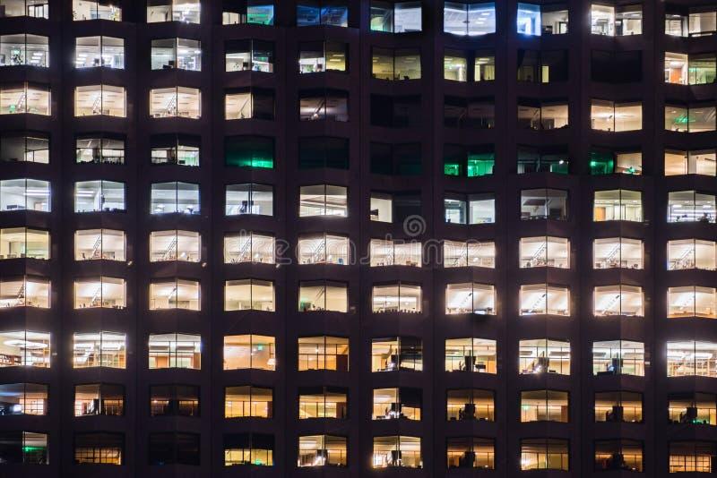Sluit omhoog van de bureaubouw vensters stock foto's