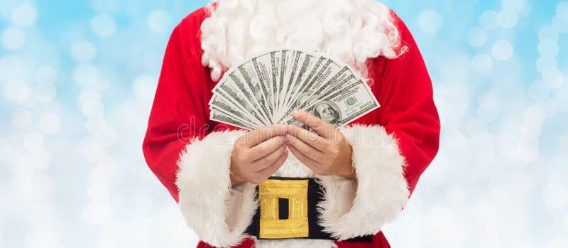 Sluit omhoog van de Kerstman met dollargeld royalty-vrije stock afbeeldingen