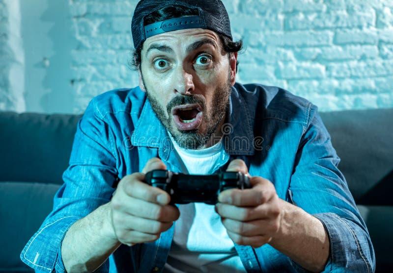 Sluit omhoog van de nerd videogamer gewijde mens royalty-vrije stock foto