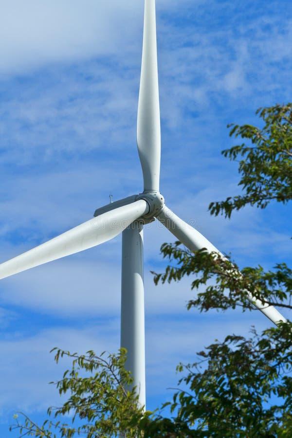 Sluit omhoog van de propellers van de windgenerator royalty-vrije stock afbeelding