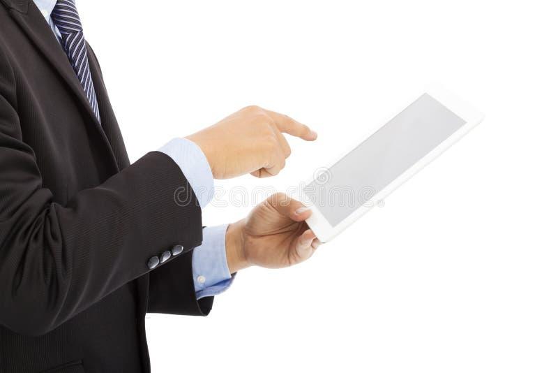 Sluit omhoog van de tablet van de zakenmanaanraking of ipad ter beschikking stock foto