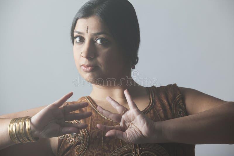 Sluit omhoog van een exotische donkerbruine Indische vrouw royalty-vrije stock afbeelding