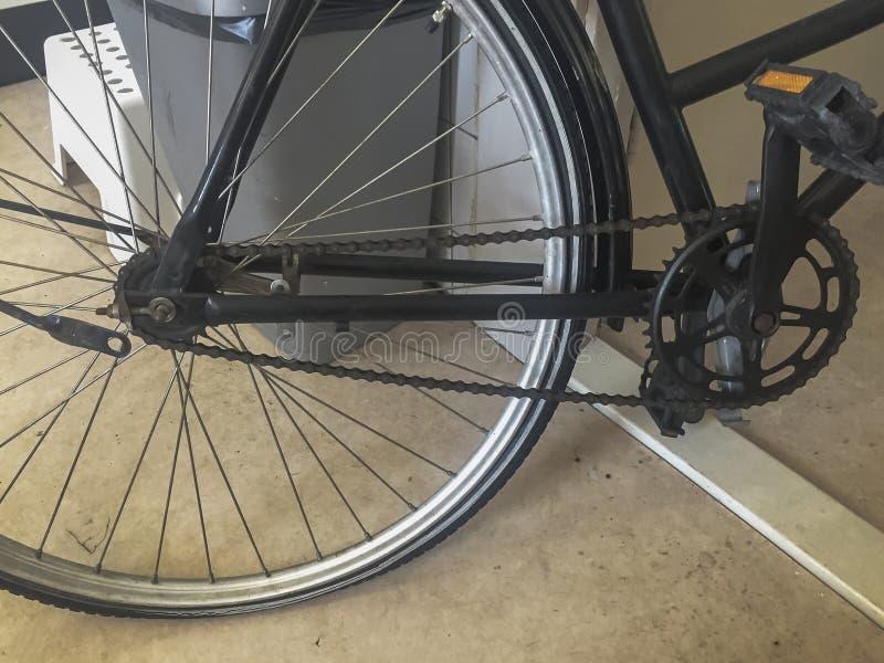 Sluit omhoog van een een fietsketting en wiel royalty-vrije stock foto
