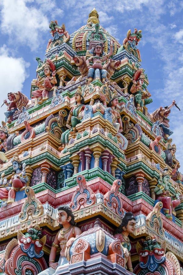 Sluit omhoog van een kleurrijke Hindoese tempel in eiland Mauritius royalty-vrije stock afbeelding
