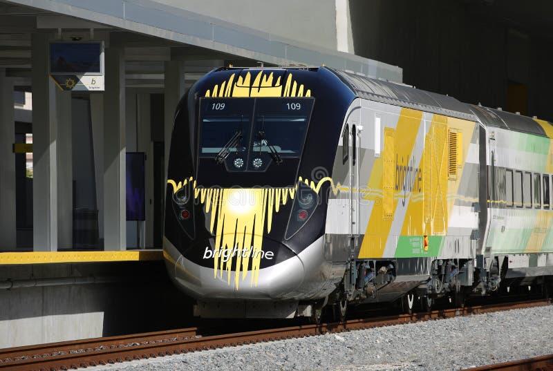 Sluit omhoog van een nieuwe Brightline-trein in Florida royalty-vrije stock afbeelding