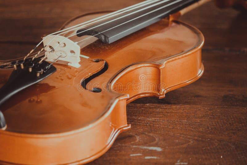 Sluit omhoog van een viool diep ondiep van gebied met exemplaarruimte stock foto's