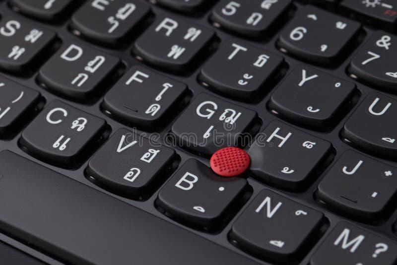 Sluit omhoog van een zwart toetsenbord Engels en Thais alfabet stock afbeeldingen