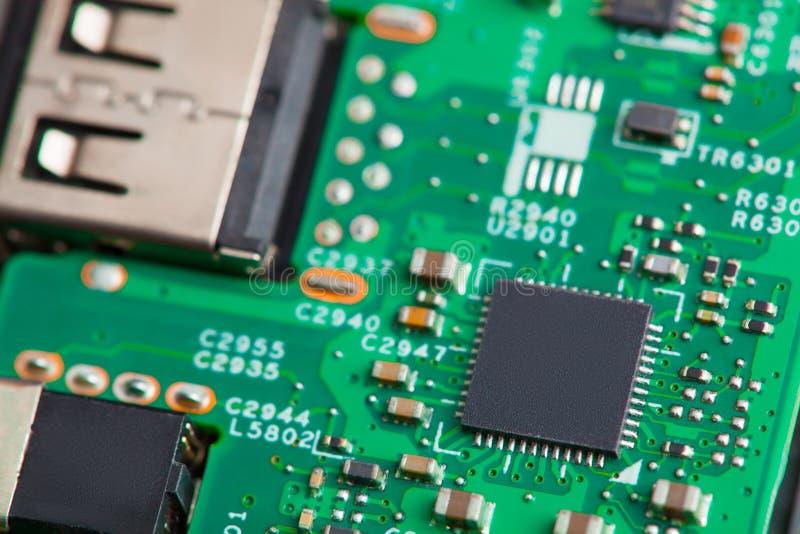 Sluit omhoog van elektronische componenten op motherboard, microprocessorspaander stock foto