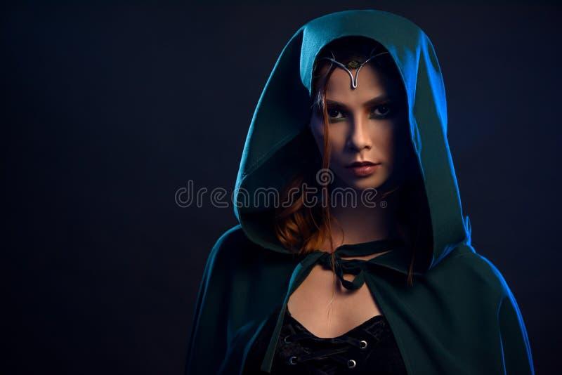 Sluit omhoog van elf, koningin van het bos prepearing voor weg royalty-vrije stock foto's