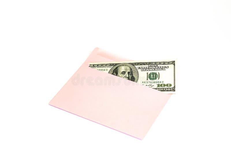 Sluit omhoog van geld in roze envelop liggen op de witte achtergrond Het brandmerken spot omhoog; vooraanzicht royalty-vrije stock fotografie