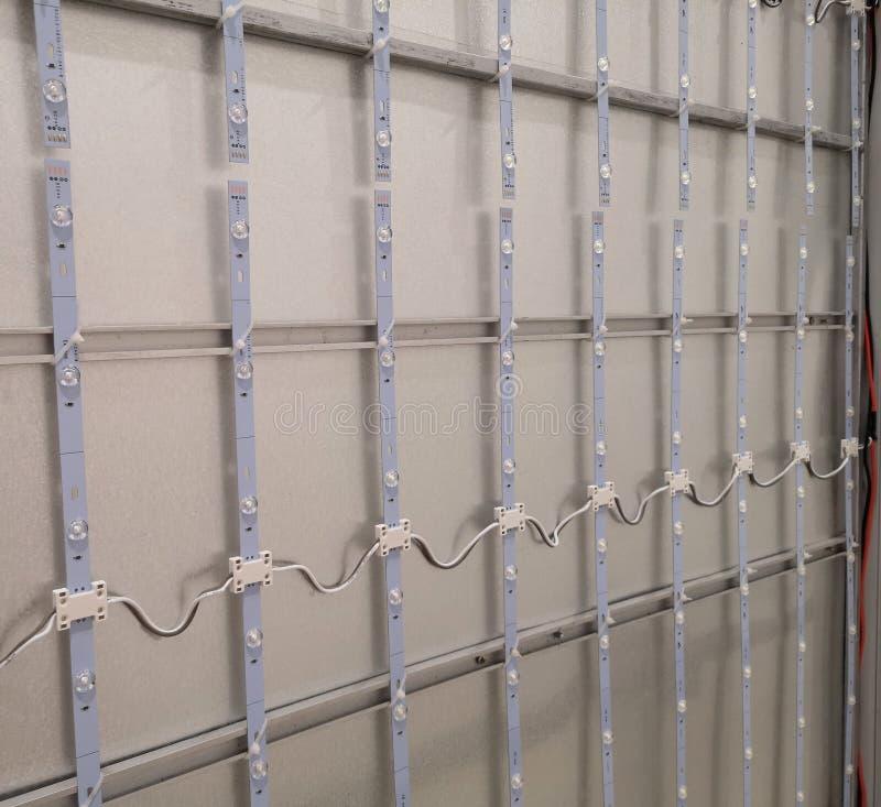 Sluit omhoog van Geleid streeplicht op de muur stock fotografie