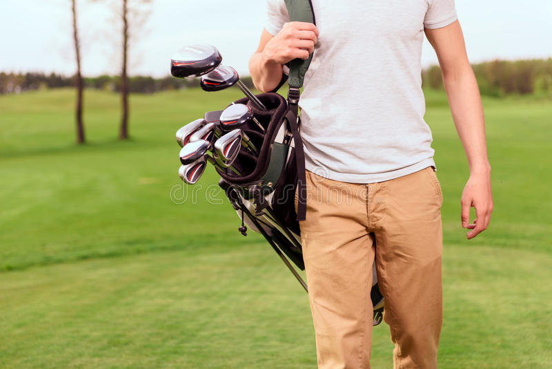 Sluit omhoog van golfspeler met speciaal materiaal stock foto's