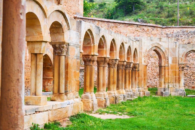 Sluit omhoog van gotisch geruïneerd klooster van Klooster royalty-vrije stock foto's