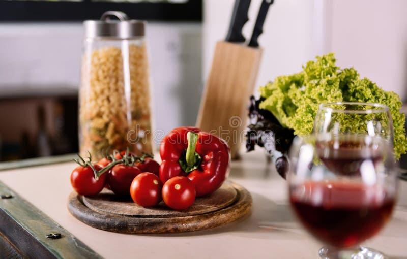 Sluit omhoog van groente op de lijst royalty-vrije stock foto's