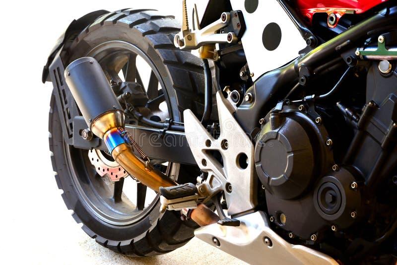 Sluit omhoog van halve grote fietsmotorfiets wijzigen zich op witte achtergrond royalty-vrije stock foto's