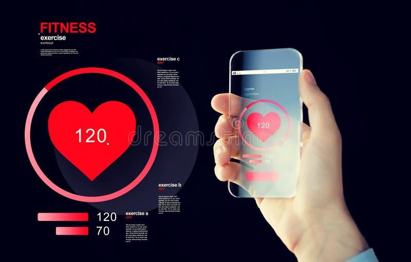 Sluit omhoog van hand die met smartphone impuls meten stock fotografie