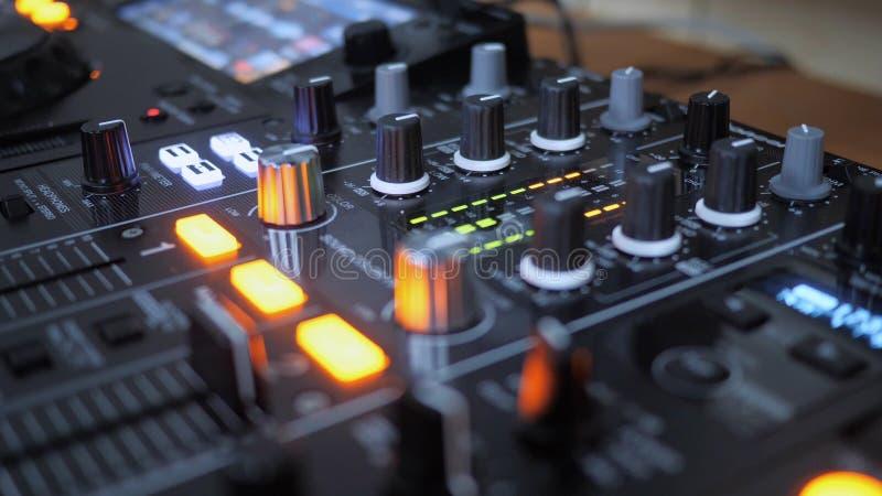 Sluit omhoog van het Instrument van DJ in Actie royalty-vrije stock afbeeldingen