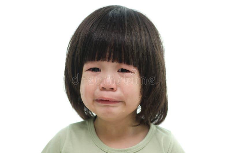 Sluit omhoog van het leuke Aziatische baby schreeuwen stock afbeeldingen