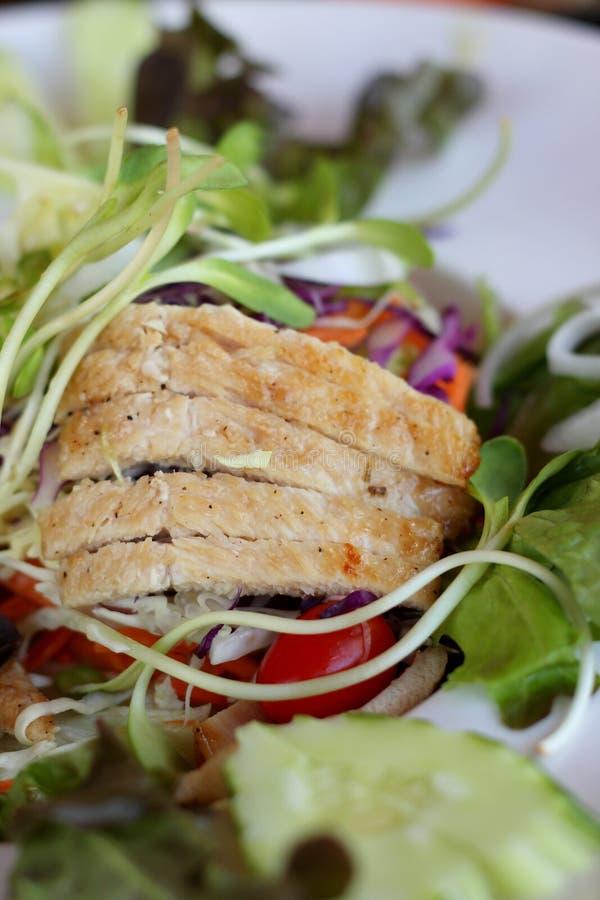 Sluit omhoog van het recept van de kippensalade stock foto