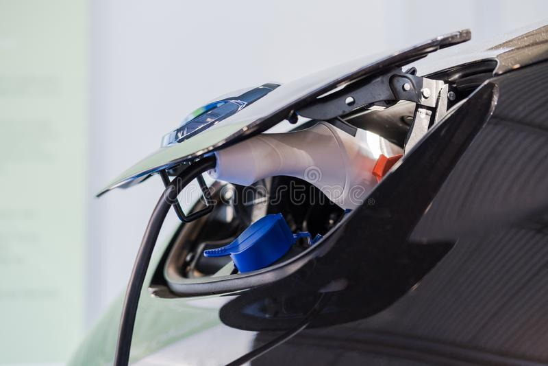 Sluit omhoog van Hybride auto elektrische lader stock afbeelding