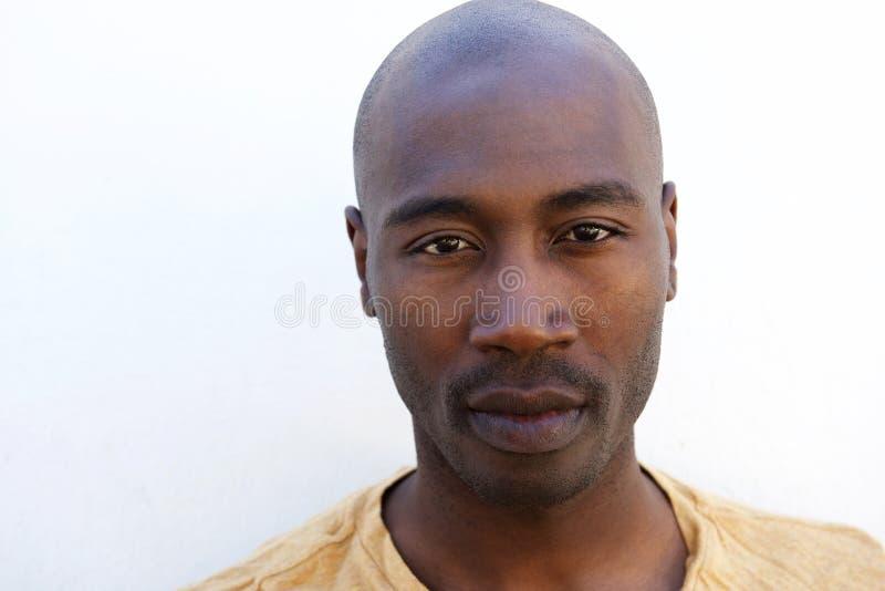 Sluit omhoog van jonge afro Amerikaanse kerel stock fotografie
