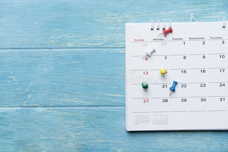 Sluit omhoog van kalender op de lijst stock afbeelding